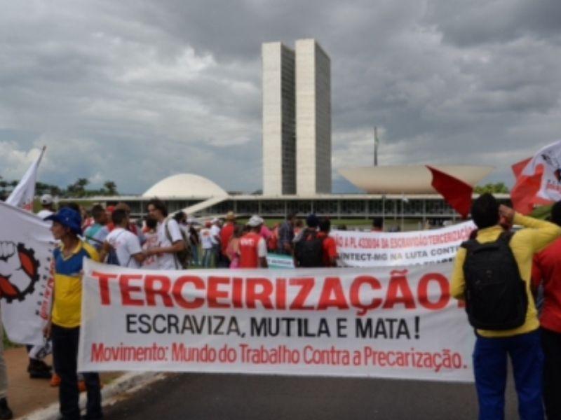 Manifestação contra terceirização em frente à Câmara dos Deputados