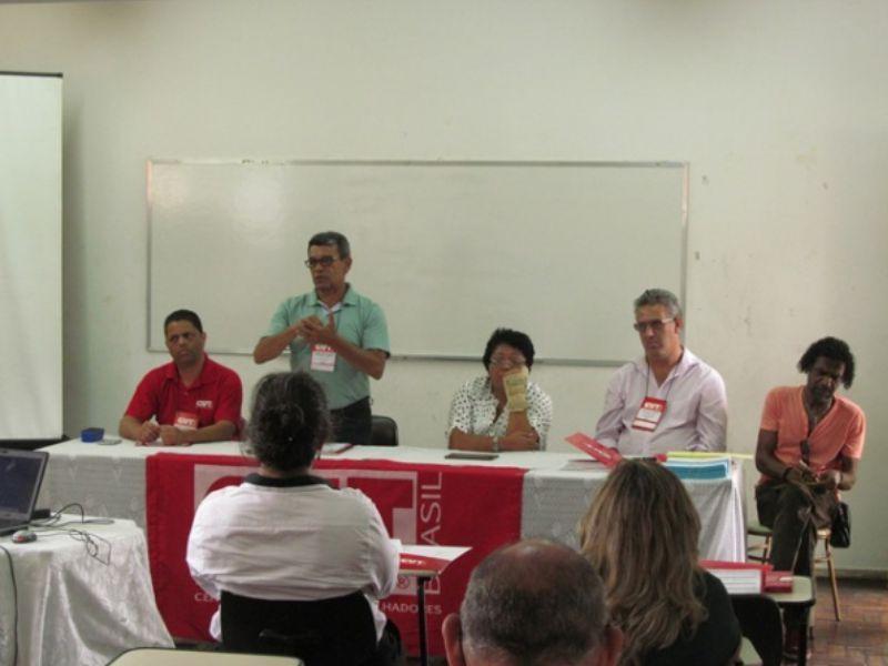 Jairo, secretário-geral da CUT-MG (esquerda), Tino, Julia, Jacy e Hilário (coord. Escola 7)